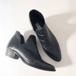 Steve Madden Split V Black Ankle Booties. 7.5